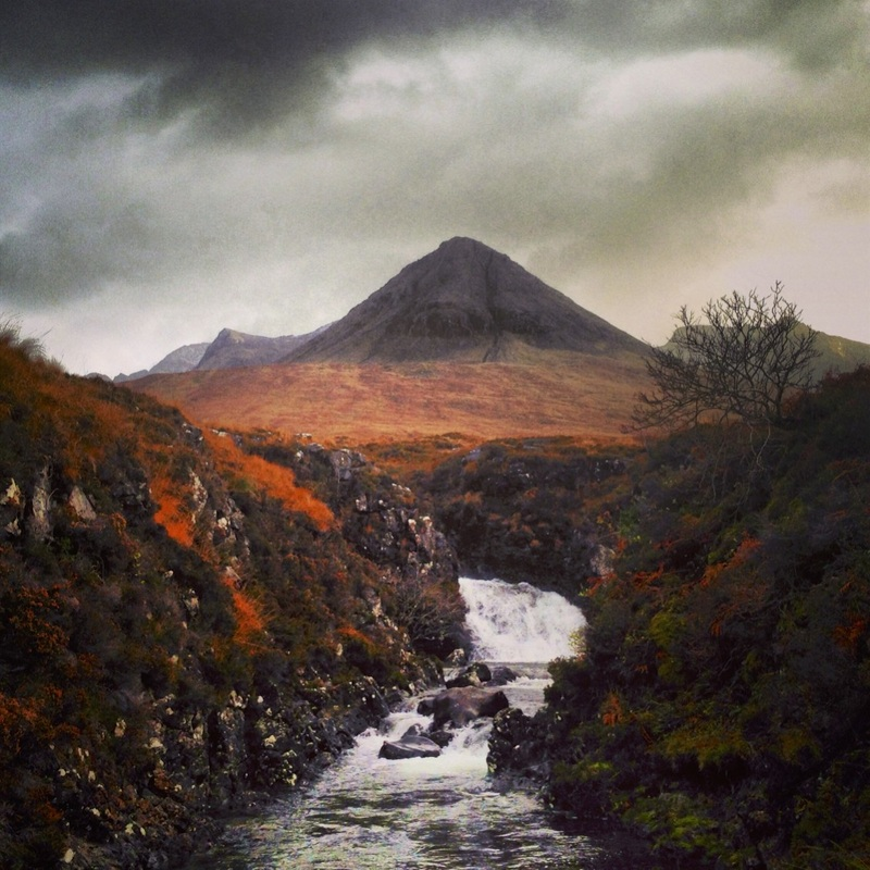 prints-paintings-glen-brittle-river-mountains-scottish-landscapes-skye